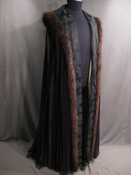 09028387 Robe Mens Renaissance dk plum velvet black jaquard gold dupioni fur trim Large.JPG