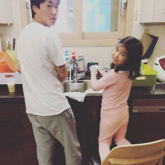 Kang Hye Jung Shares a Sweet Slice of a Home Life With Tablo and Haru