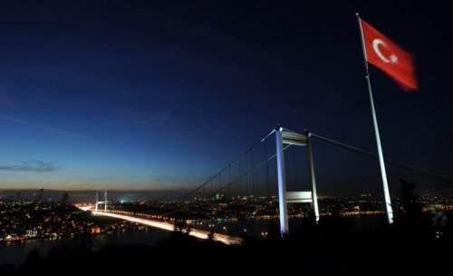 İstanbul bir yanımda, sen bir yanımda  uykusundan uyanınca fırtına  dalgalar türkümüze aşina olur... Nurullah Genç