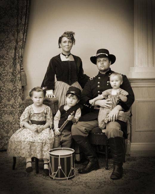 Josh and Anna Duggar's Family portrait in Gettysburg.