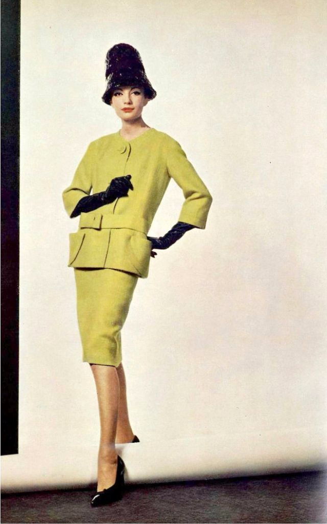 Pierre Cardin A Typical Fashion Trend In The 1960s Vintage Everyday Pierre Cardin Fashion Fashion Trends