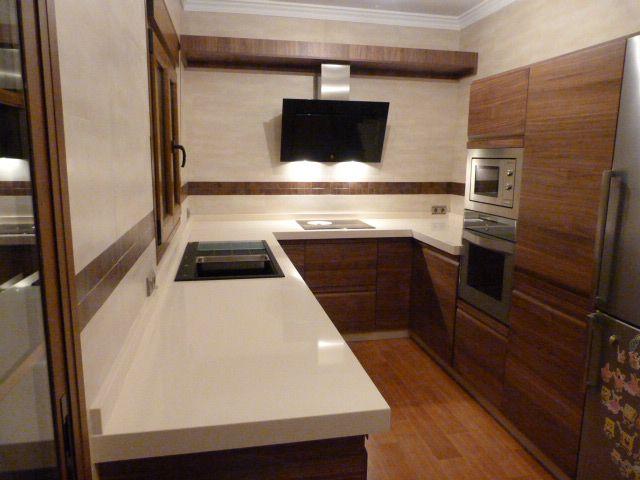 Cocina de madera color nogal cocinas montadas pinterest - Cocinas color nogal ...
