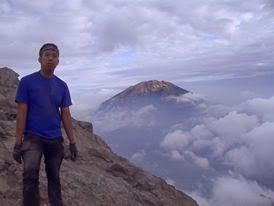 Mendaki Gunung Merapi- Menikmati Sunrise Dari Atap Yogyakarta
