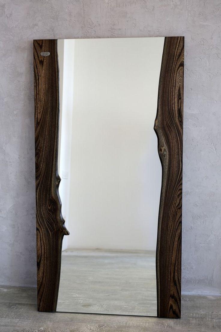 Стильное зеркало с обрамлением из цельных спилов ценных пород дерева.