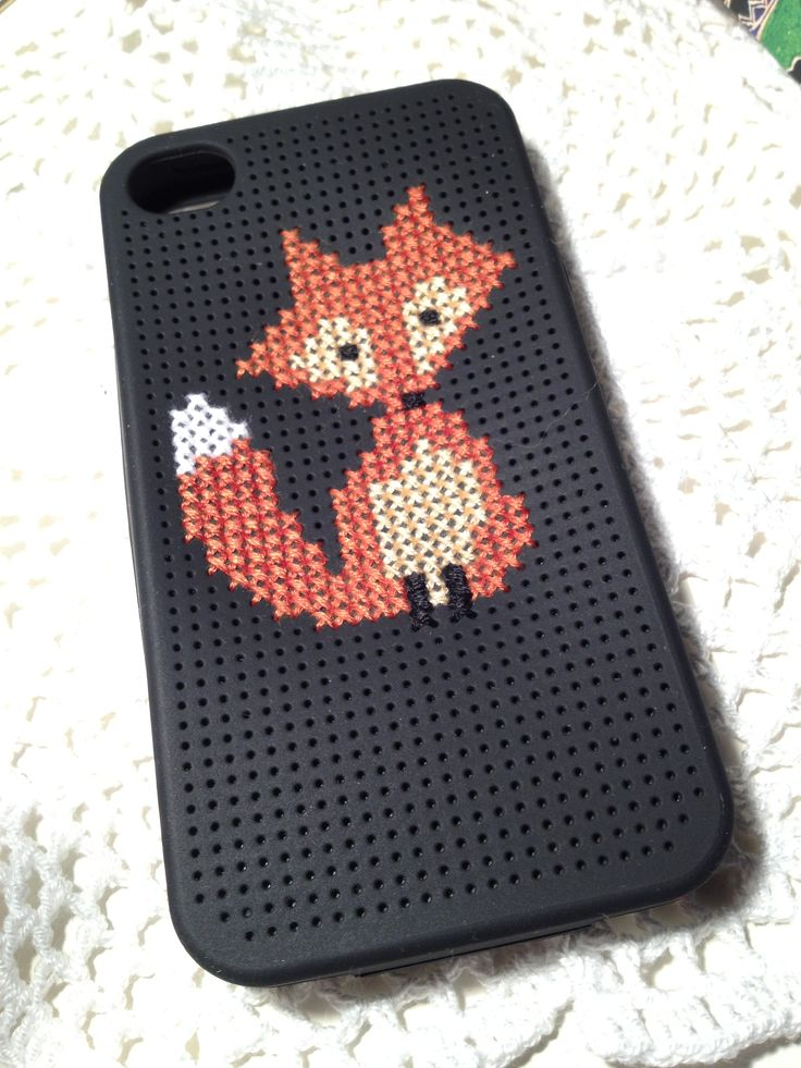 Crosstitch fox on Iphone4 case. Really cool I want to do thay!