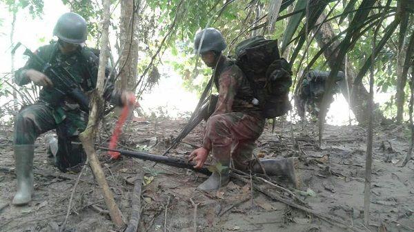 Prajurit TNI Temukan Senjata Api di Perbatasan RI-PNG .