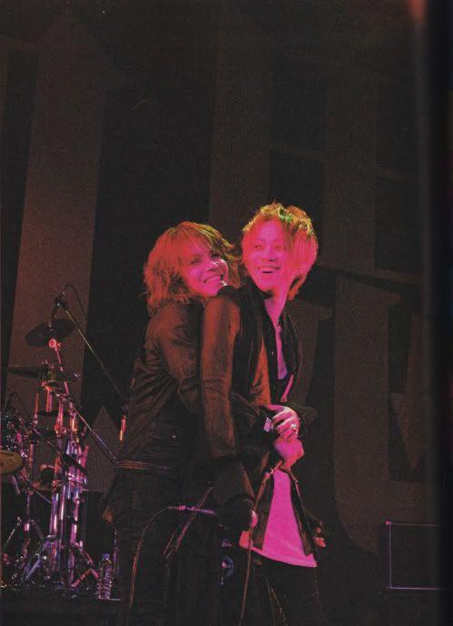 Hyde  Yukihiro hug ^^