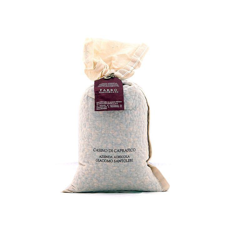 #Farro #Semi #Perlato #Casino di #Caprafico. Il #farro semi perlato dell'azienda agricola #Santoleri è coltivato sulle #Piane di #Caprafico, ai piedi della #Maiella. È un cereale ricco di vitamine e di sali minerali come calcio, potassio, ferro, fosforo e sodio: combatte anche la formazione dei #radicali #liberi, responsabili dell'invecchiamento cellulare, è altamente digeribile e costituisce una preziosa fonte di energia.