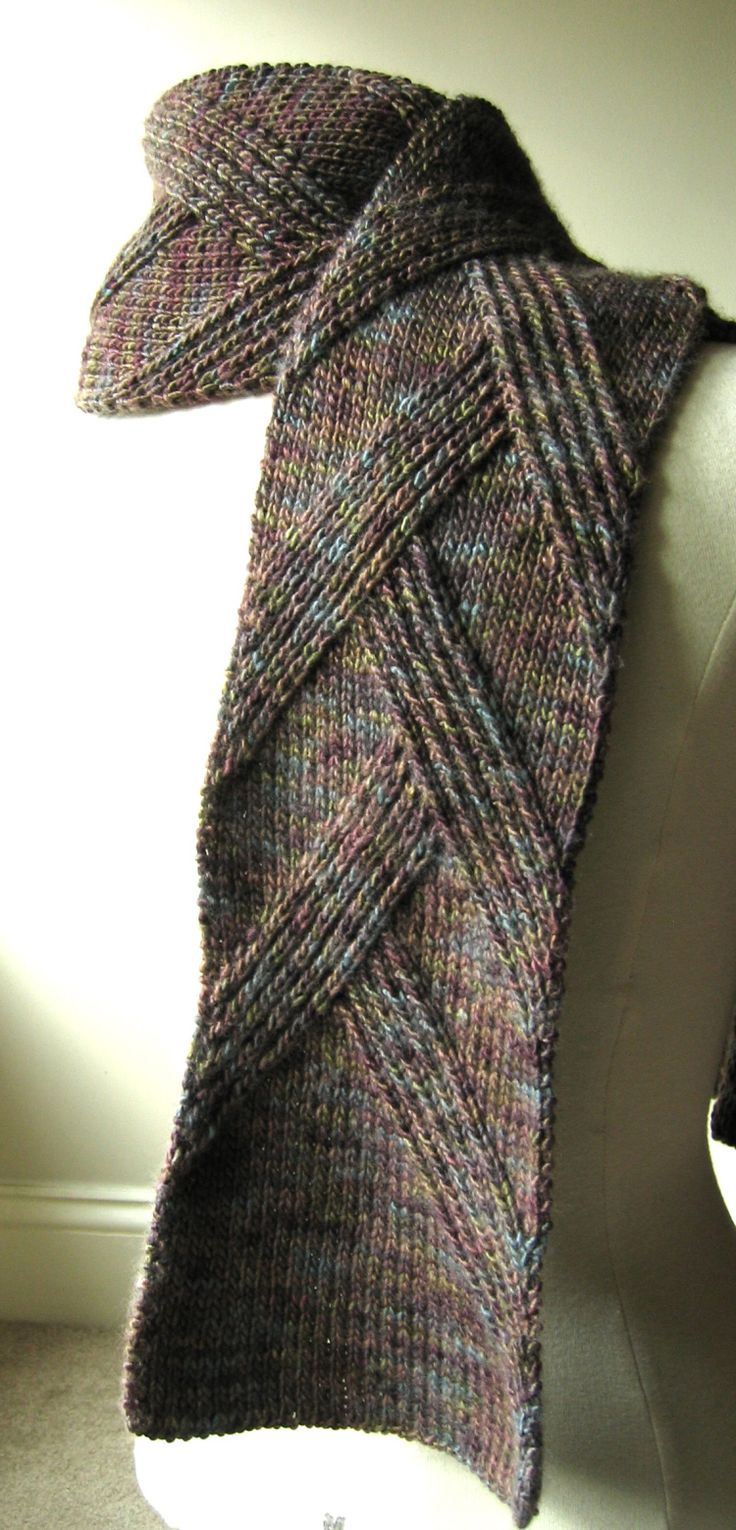 Rippenschal Scarf ~ I like this. A woman could wear this too. I like this a lot. If only I could knit better...