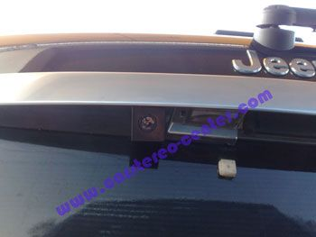 Installazione telecamera posteriore CMOS su Jeep Gran cherokee
