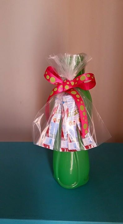 Use a Tupperware water bottle and buy single serve drink mix. Perfect for a teacher gift! Www.my.tupperware.com/rachelszylar