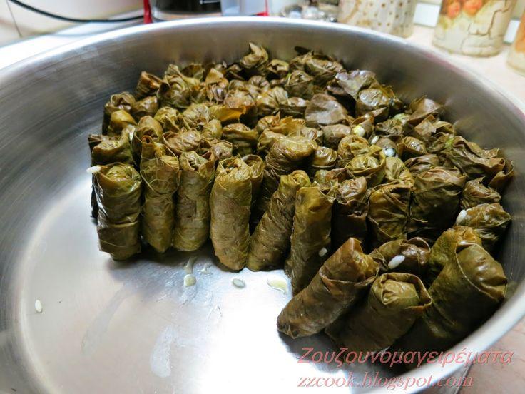 Φρέσκα φύλλα ή από βάζα ακόμη και από την κατάψυξη, όπως και να είναι τα αμπελόφυλλα έχουν την τιμητική τους το Πάσχα, αφού ξεκινάνε κα...
