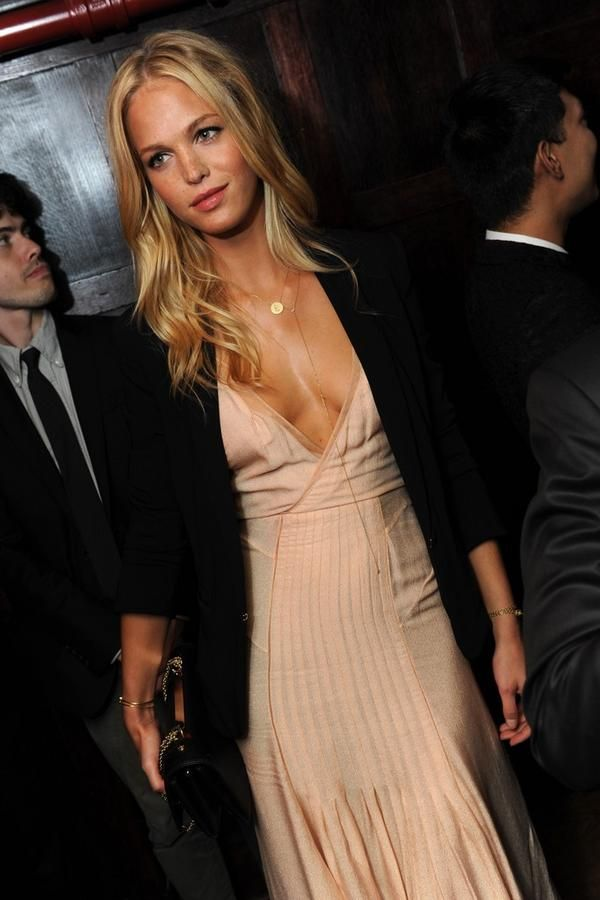 model ErinHeatherton wearingher MaraCarrizoScalise #Dewnecklace14k