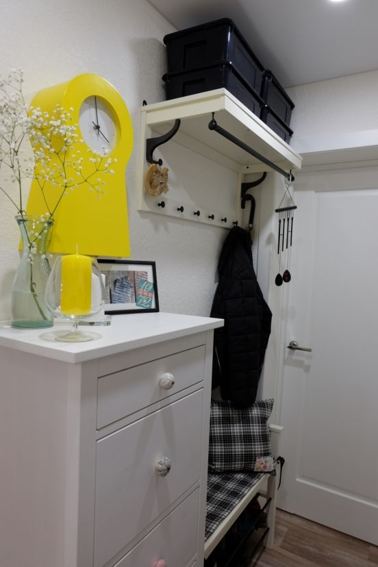Наша прихожая очень маленькая. О шкафах я даже и не мечтала. Им просто здесь не нашлось бы места. Начала с того, что придя домой нужно где-то стави...