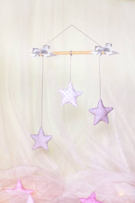 Małe gwiazdki w spokojnych kolorach zapewnią dziecku słodkie sny.