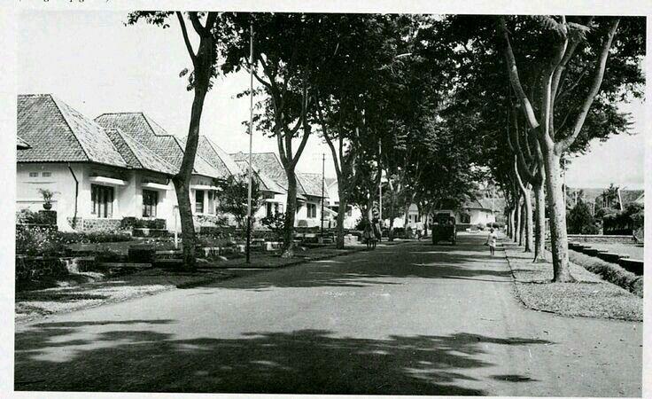 De Limburgiastraat te Bandoeng ca 1938. Sekarang Jl. Rangga Gempol