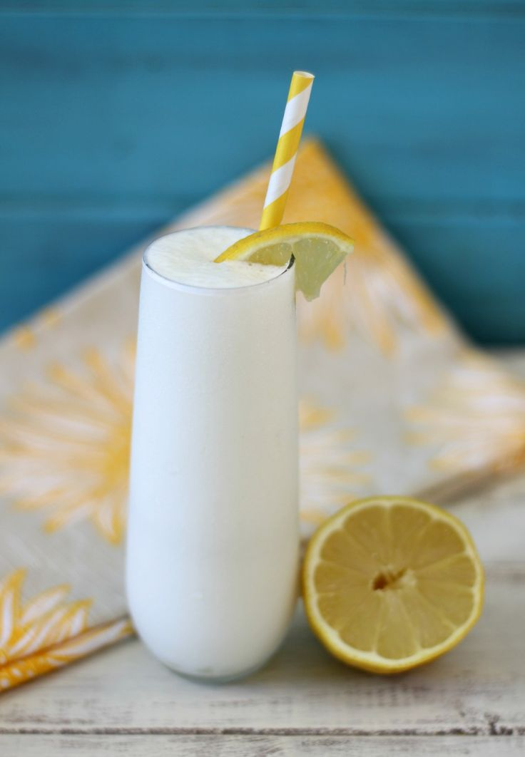 Lemon Meringue Smoothie - A healthy, creamy refreshing smoothie that tastes just like your drinking lemon meringue pie.