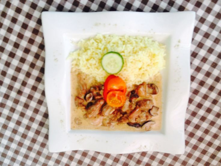 Creamy mushroomy chicken with rice