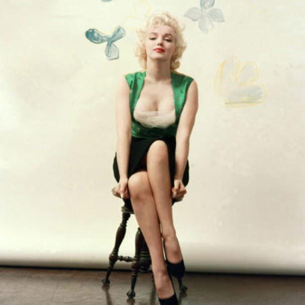 Who doesnt love Marilyn Photo taken in 1954 in Milton Greene's New York studio. - @welovemarilyn- #webstagram: Photos, Marilyn Monroe, Beautiful, Marilynmonroe, Standard Jeane, Milton Greene, People