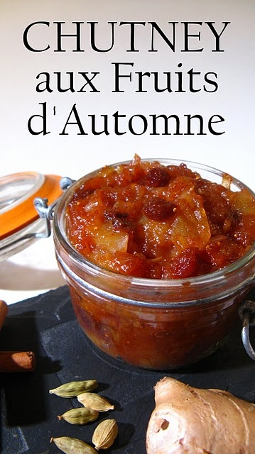 Chutney aux Fruits d'Automne  1 pomme, 1 poire, 1 gros oignon 20 g de raisins secs, 2 figues déshydratées 5 cl de vinaigre blanc, 1 c à s de concentré de tomate, 1 c à s de jus de citron, 50 g de cassonade, 1 c à s de miel, 5 cm de gingembre frais, 1 pincée de piment de Cayenne, 1 bâton de cannelle, 1 clou de girofle, 1 capsule de cardamome, 1 pincée de Quatre-épices, 1/2 petit piment vert ou 1/2 c à c de purée de piment, 1 pincée de sel, Poivre du moulin