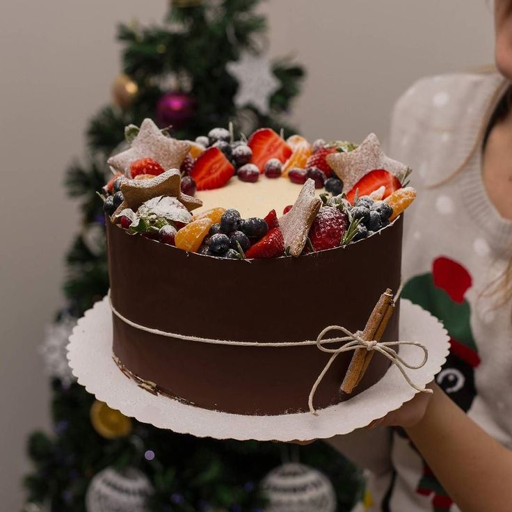 I hope you all had a wonderful & magical time with your family & friends this Christmas   Here is something that I shared with my family & friends  . . . January order are now open! :) #christmas #afterchristmas #forfamily #giving #familycelebration #cake #instacake #instasweet #baking #cakestagram #onthetabke #52grams #foodphotography #cakepics #ciasta #torty #chocolate #velvetcake #chocolatecake #creammy #strawberries #freshfruit #cakedesigner #cakedecorating #feedfood #buzzfeedfood…