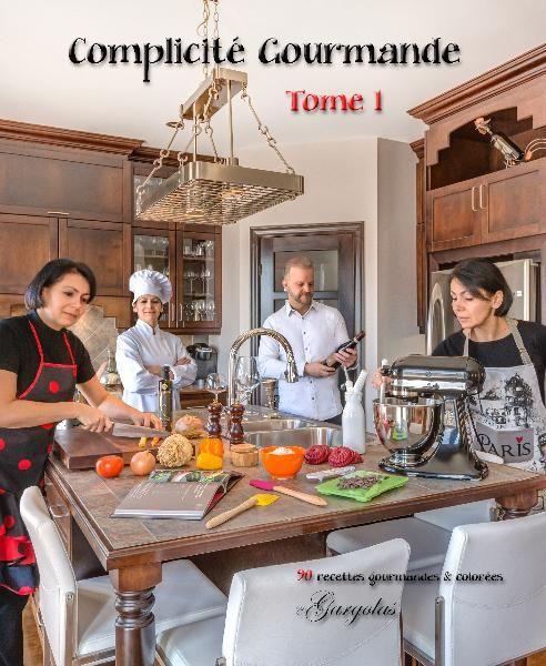 Livre de recettes.   Notre passion pour la photo nous amène cette fois-ci dans une grande aventure gastronomique où les expériences culinaires se combinent merveilleusement bien à la photographie.
