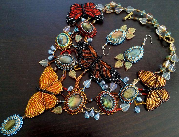 colliers de luxe et collier de perles