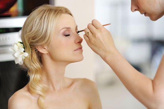 """Beleza e bem estar no grande dia são itens essenciais, por isso, para a noiva ficar mais a vontade no grande dia, o """"Dia da Noiva"""" pode também ser feito à domicílio. Pensem nisso! www.facebook.com/blacktienoivas"""