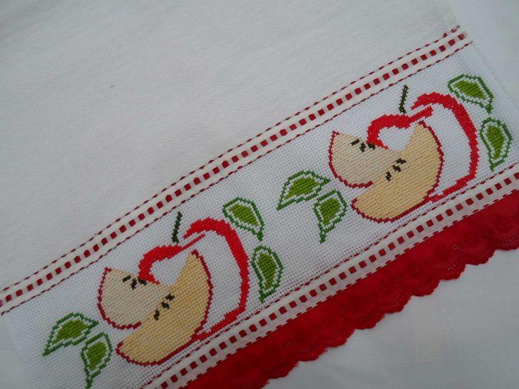 Pano de Prato bordado em ponto cruz - motivo decorativo maçãs.