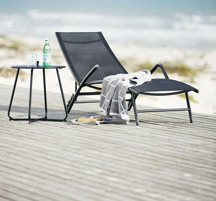 Ține aproape băuturile și hidratează-te când stai la soare. Cu masa de colt UHRE. #mobiliergradina