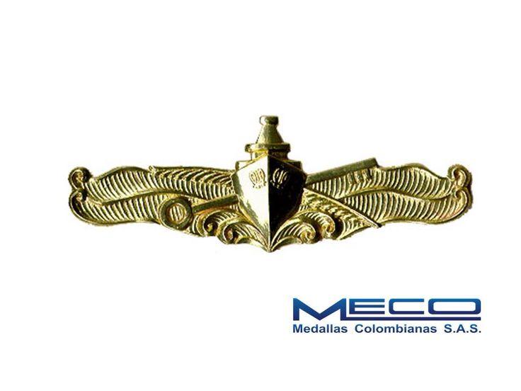 Distintivo de Logística de la Armada Nacional elaborada en crisocal con acabado de baño de oro.