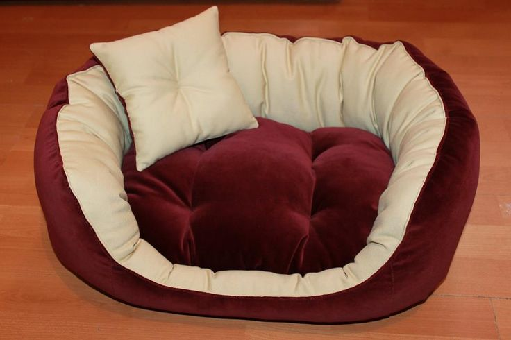 Handmade bed for cats/small size dogs, manually sewn and finished, made from natural materials, size 57/44 cm, hight 23 cm, filled with silicone down and comfortable for any furry pets. Removable cushion with 2 sides. Unique design! The rectangular shape of the bed and high margins are ideal for squatting and provides a sense of security for the pet . The bed is washable at 30 ° C
