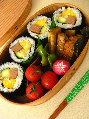 Makizushi Bento (Sushi Roll with Spam, Fried Egg and Zucchini) by niconicojam|スパムと玉子焼きとズッキーニの海苔巻き弁当