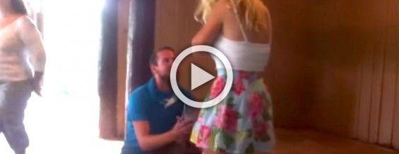 Es sorprendida por la propuesta de su novio pero es su reacción lo que te SORPRENDERÁ #viral