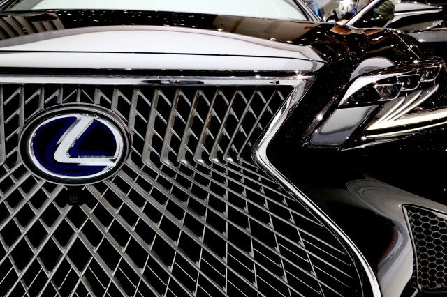 """Lexus seems to have something green planned for the near future, judging by a new trademark filed with the United States Patent and Trademark Office. Lexus has moved to protect the """"LS-FC CONCEPT"""" name from others, for use with """"automobiles and structural parts thereof."""" It likely hints…"""