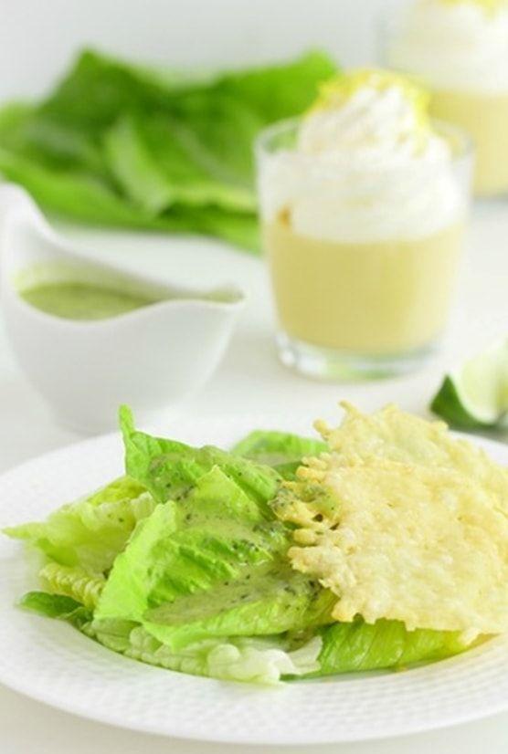 Очень простой салат с лутуком и чипсами из пармезана