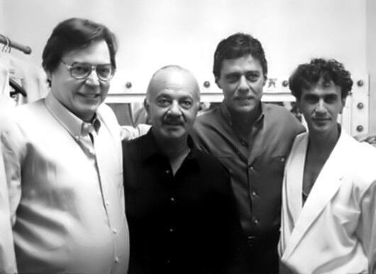 "Jobim, Astor Piazzolla,Caetano Veloso e Chico Buarque @caetanoveloso @AGotadAgua noTeatro Fênix para""Chico & Caetano"" pic.twitter.com/CTy1hhWvIE"