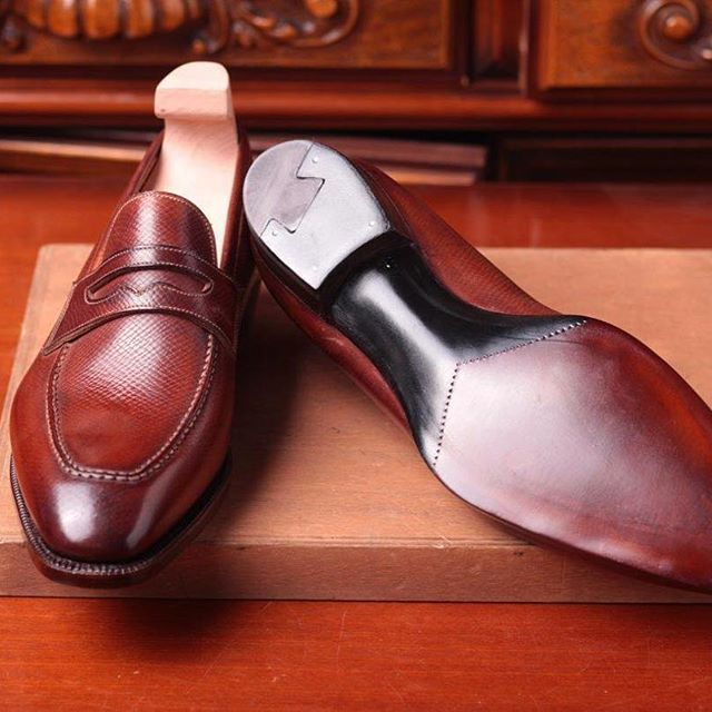 Sole and waist of a #Meccariello #argentum handwelted line #pennyloafers made with #horween #hatchgrain