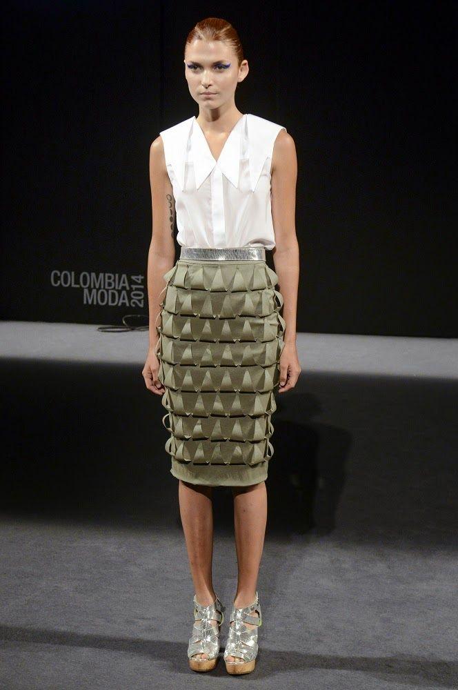 "Mariana Vélez, ""Over again"" #SS15 - Colombiamoda 2014 / White sleeveless top and architectonic midi skirt #runway #catwalk"
