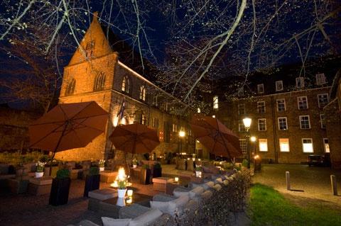 Restaurant De Librije. Wereldrestaurant. 3 sterren. Jonnie en Thérèse Boer zijn klein begonnen en hebben het groot gemaakt. Even sparen, lang van te voren reserveren, altijd goed.