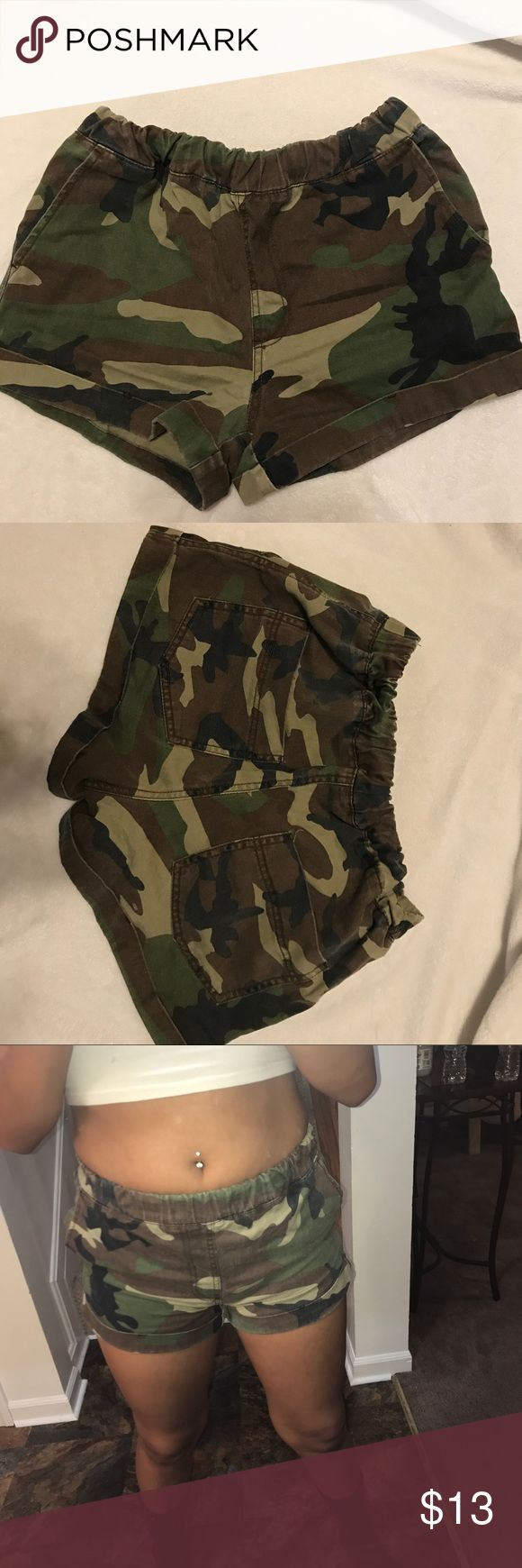 Forever 21 army shorts Elastic waistband/ pockets/ folded bottoms /never worn Forever 21 Shorts