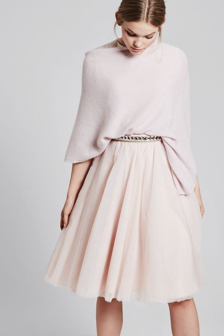 Complete your outfit with a soft cashmere poncho - piq skirt SOPHIE in faded blush - crystal belt nude