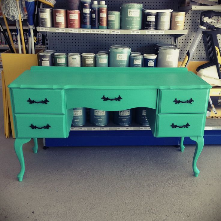 Our lovely distributor Inspirations Paint Grafton recently ran a Porter's Paints Chalk Emulsion project painting evening which was a huge success! Described as 'the up-cycler's best friend' in an article by the Daily Examiner, creative streaks were awoken as old furniture was given new life. This dresser on the evening was painted in Porter's Paints Chalk Emulsion in colourway Cuban Turquoise, a whimsical reinterpreted twist on a period aesthetic