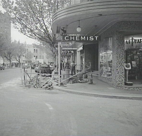 Potts Point / Kings Cross area  DESCRIPTION - One of a set of images of parking station direction/ advertising signs.  DATE 9 Oct. 1962