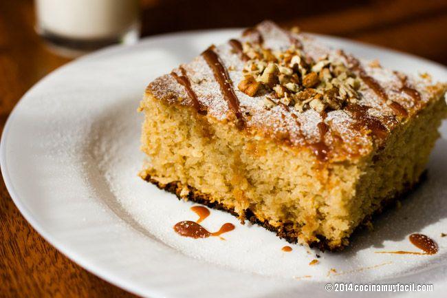 Aprende a cocinar pastel de elote, un postre muy sencillo que encantará a toda tu familia. Te presentamos además, 3 opciones diferentes para servir este pan de elote casero | cocinamuyfacil.com