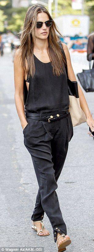 trocar calça pela bege da zara, camiseta cavada preta e sutiã rendado