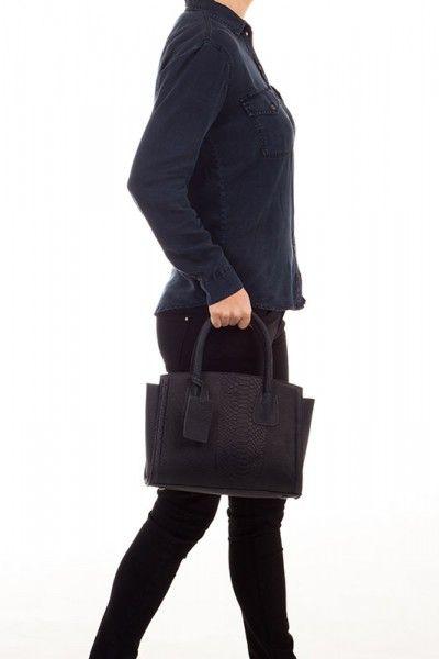 Leuke tas: Burkely Filippa Anaconda Handtas 740166 Jeans. #handbag #bag #purse #ladies #fashion #tas #darkblue #navy