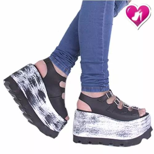 Sandalia Con Plataforma Y Hebilla Romanela De Shoes Bayres® - $ 989,00