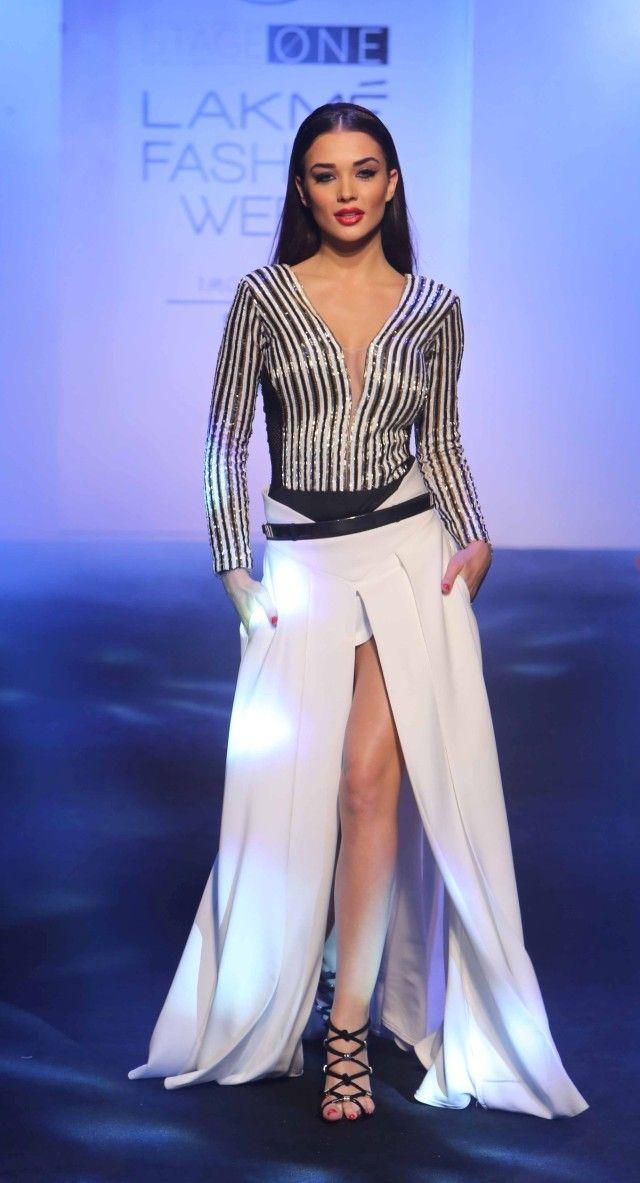 "Showstopper Amy Jackson at LFW SR 2016 The ""Siren Squad"" Collection By Karan Malhotra, Lakmé Fashion Week Summer/Resort 2016"