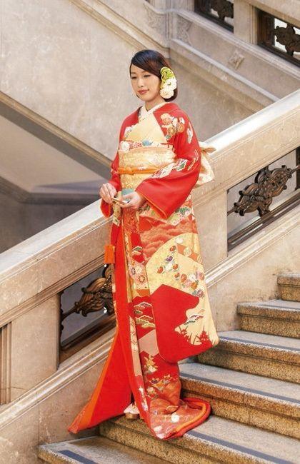 若い花嫁さんにおすすめ♪かわいらしい印象の赤地の振り袖♡ 結婚式におすすめの旬の花嫁振袖(引き振袖)まとめ☆